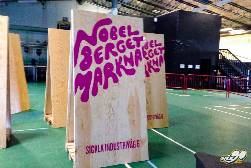 Stora gatupratare i plywood med hårdhäftande folie