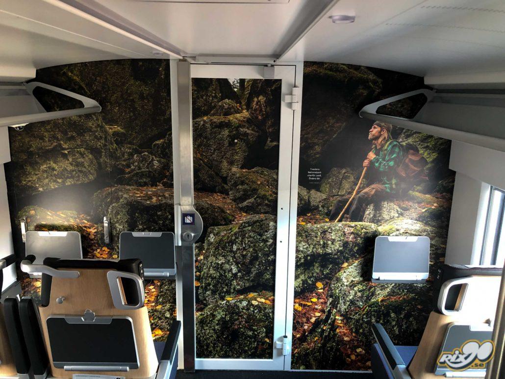 Foliering av innerväggar i tågvagn i PVC-fri folie med klotterskyddande laminat