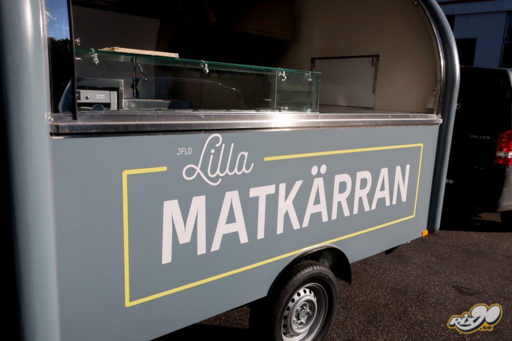 Foliering med logotyper till foodtruck-vagn i Stockholm